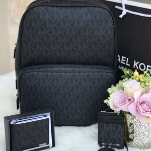 Handbags - 🌷MICHAEL KORS Black Signature Mens Backpack Set